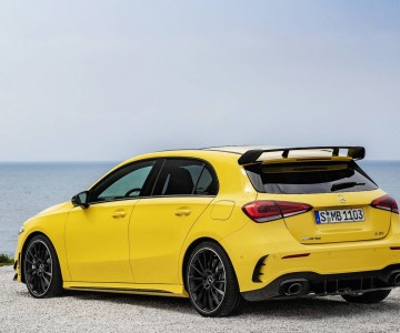 2019-mercedes-amg-a35-4matic (2).jpg