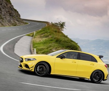 2019-mercedes-amg-a35-4matic (3).jpg