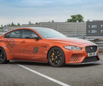 jaguar-project-8-beats-own-nurburgring-record.jpg