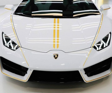 lamborghini-huracan-signed-by-pope-(5).jpg
