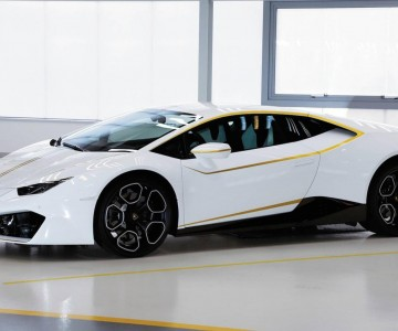lamborghini-huracan-signed-by-pope.jpg